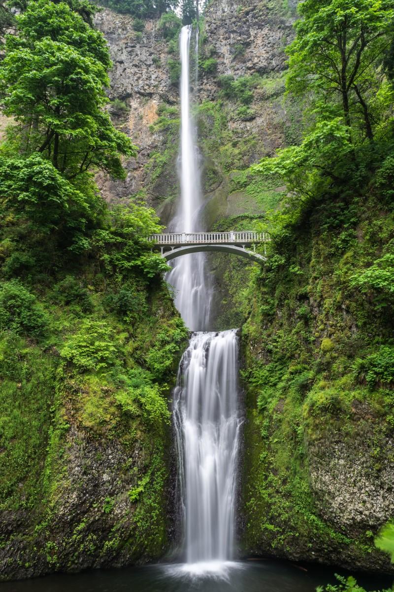 Nature - le pont sur la cascade
