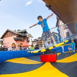 le village devient un parc d'attractions