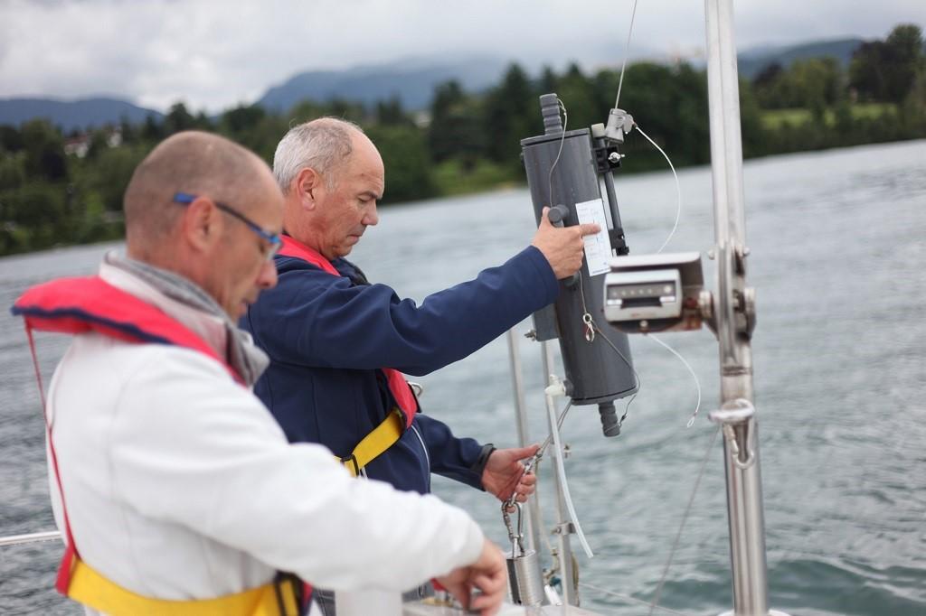 Prélèvements d'échantillons des eaux du lac du Bourget