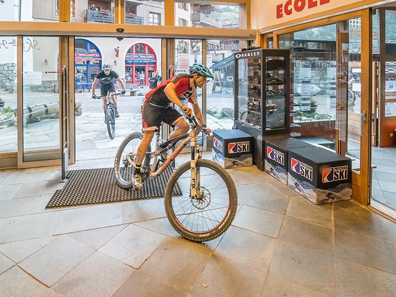 Woody bike session à l'intérieur de Spirit Sport