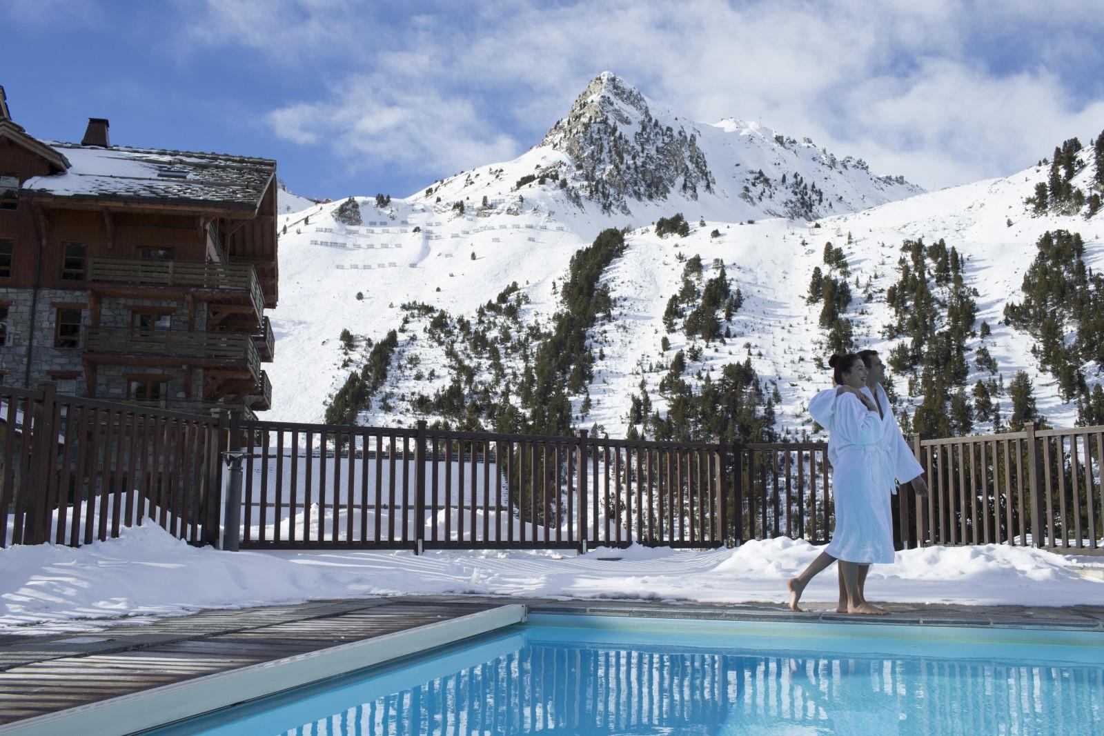 piscines arc 1950, dans les alpes