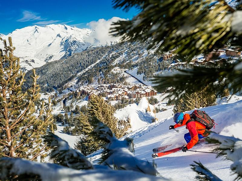 Arc 1950 une station de ski aux pieds des pistes dans les Alpes