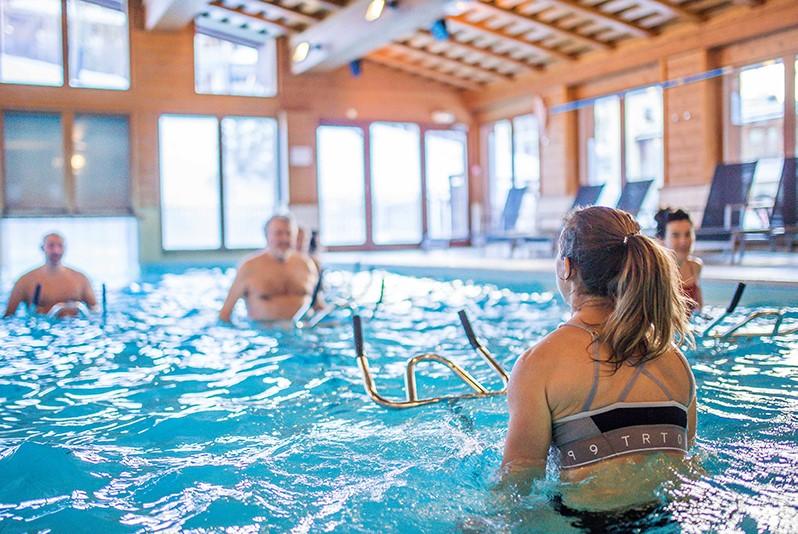 piscines et cours d'aquagym à arc 1950