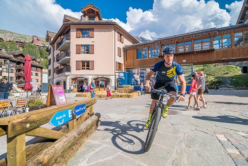 vélo vtt famille séjour montagne sport activité découverte
