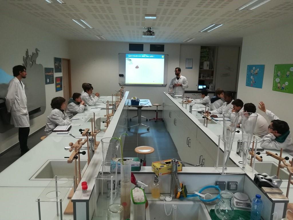 Laboratoire des eaux dédié à la sensibilisation