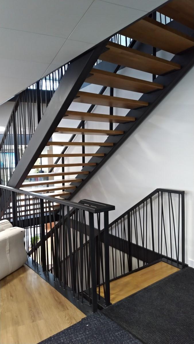 1. Escalier et passerelle