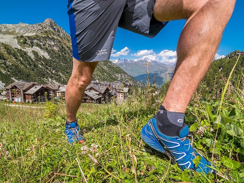 Trail dans les Alpes à Arc 1950 Le Village